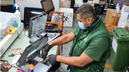 Centre de preparació per a la reutilització de residus d'aparells elèctrics i electrònics de Solidança.