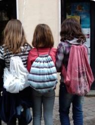 Campanyes de sensibilització i recollida de roba als centres educatius