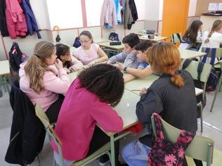 Debatent sobre el Barri amb els alumnes dels Instituts