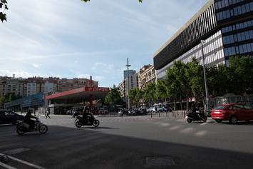 Ampliem la vorera a l'avinguda de Sarrià eliminant un carril de circulació