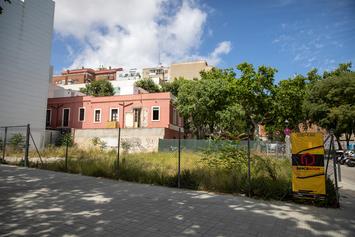 Urbanitzem provisionalment els espais buits del carrer de Montnegre amb la Plaça del Carme