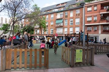Renovem l'àrea de jocs infantils de la plaça de John Lennon