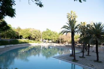 Fem més accessible la piscina de la Creueta del Coll, instal·lem-hi serveis i vestuaris