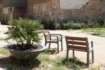 Remodelemos la plaza de las Dones de la Motor Ibèrica y mejoremos los jardines de Elisa Garcia Saez
