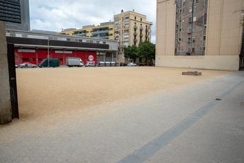 Fem un espai verd al solar de l'antic transformador del carrer de Castella