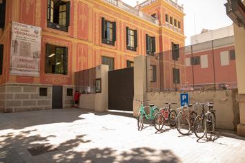 Fem un pati verd i obert al barri a l'Escola Mossèn Jacint Verdaguer