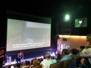 Instalemos aplicaciones para la subtitulación simultánea de eventos en 16 equipamientos del distrito de Sant Andreu
