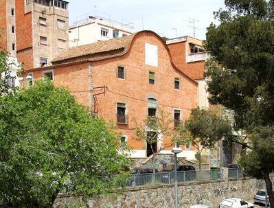 Estudi arquitectònic i social dels entorns de la plaça Can Baró